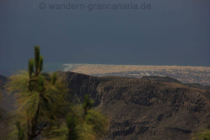 View to the sand dunes of Maspalomas and Playa del Ingels from the Pico de las Nieves.
